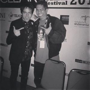 Mendampingi Jamie Cullum sebagai moderator dalam Konperensi Pers di Java Jazz  Festival jumat 28 Februari 2014 (Foto Rio Anteve)